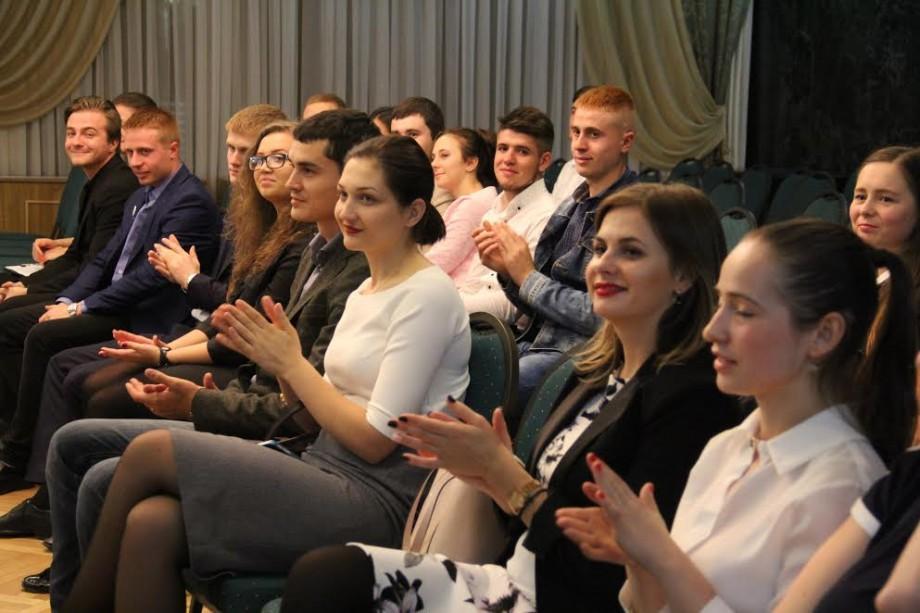 """(foto) 21 de tineri juriști au învățat să """"acționeze pentru justiție"""" în cadrul unui program de instruire și mentorat"""