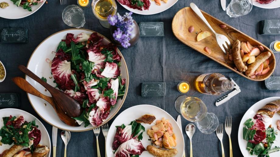 Te îmbolnăvești dacă mănânci produse alimentare expirate? 10 mituri despre alimente