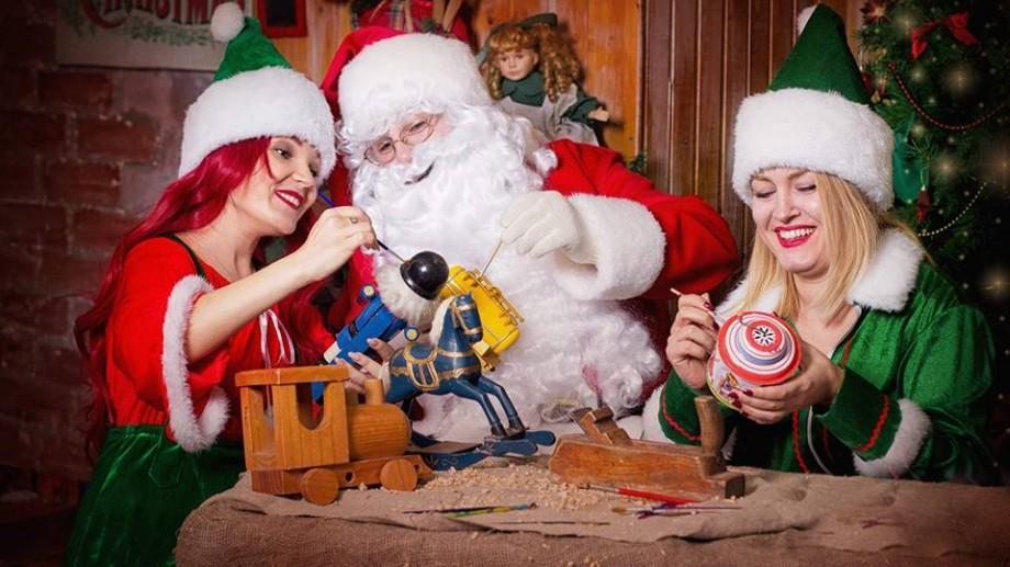 Moș Crăciun împreună cu personajele preferate a copiilor voștri sunt pregătiți de sărbători!