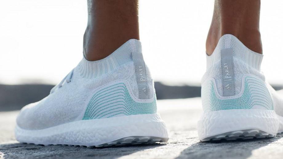 (video) Adidas a creat pantofi sport din gunoaie. Iată cât costă o pereche