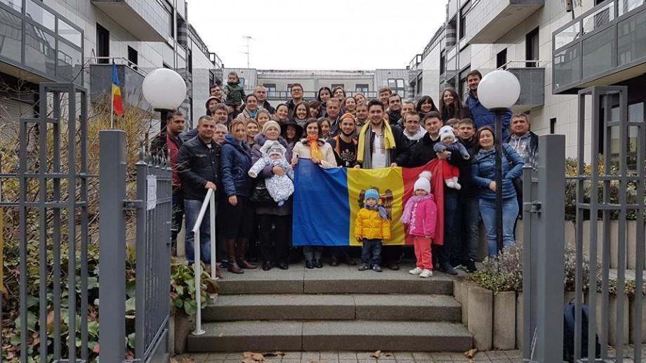 (video) La alegeri, ca la sărbătoare! După ce au votat, alegătorii din Strasbourg au încins o horă