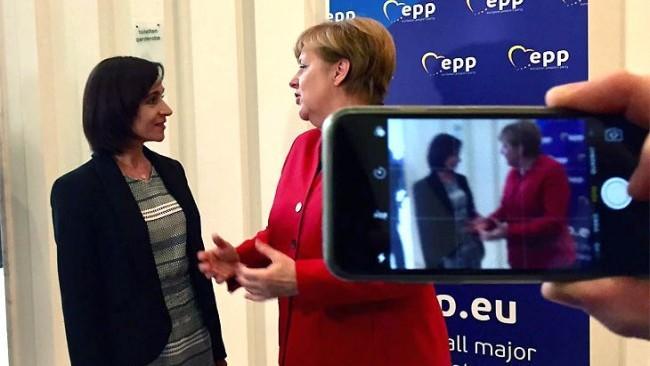 Răspuns din Germania: Angela Merkel nu a discutat problema refugiaților cu Maia Sandu