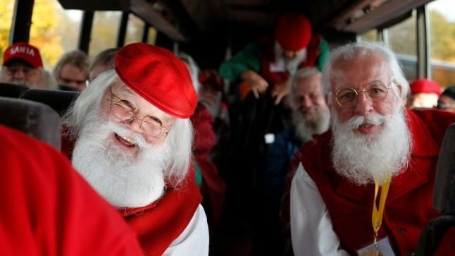 """(foto) Cum arată """"şcoala Harvard"""" a lui Moş Crăciun? Sute de cursanți din toată lumea învață secretele personajului"""