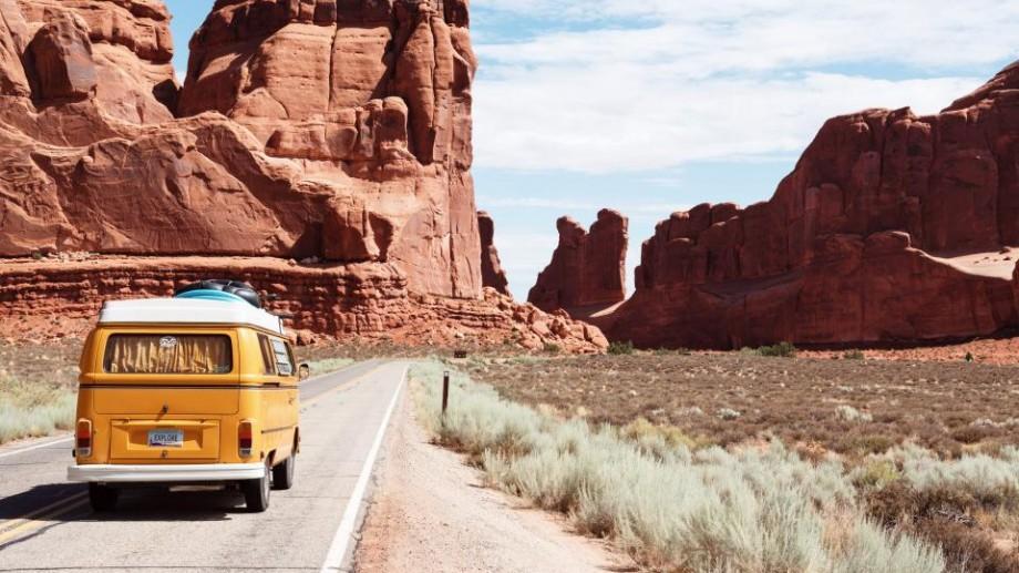 Cum să călătorești cu bani puțini? 10 sfaturi pentru a face economii în călătorii