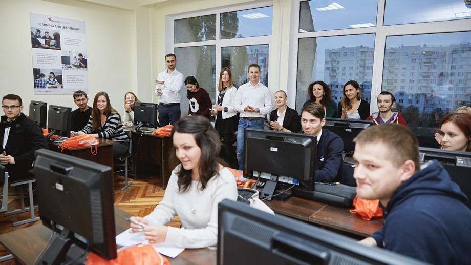 (foto) Endava susţine dezvoltarea următoarei generaţii de IT-şti printr-un curs pentru studenţi