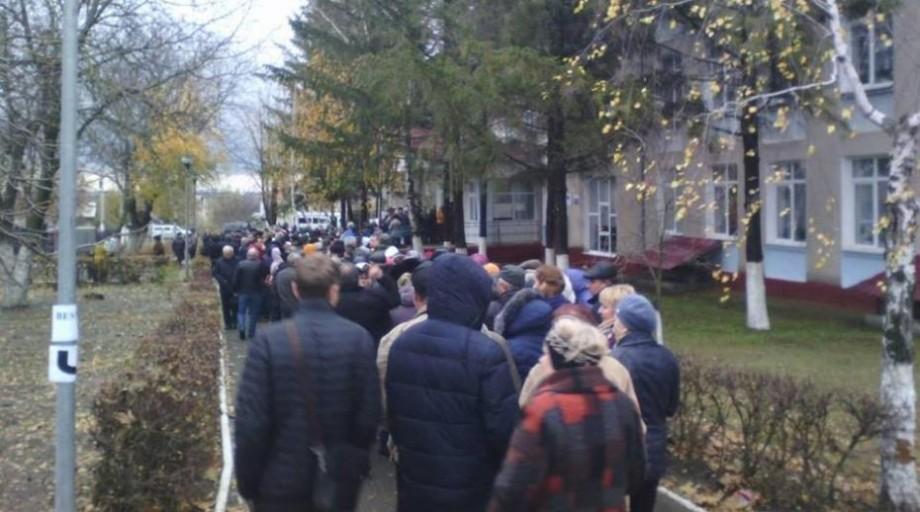 Alegătorii din Transnistria, care au stat la cozi uriașe, au votat pentru Dodon
