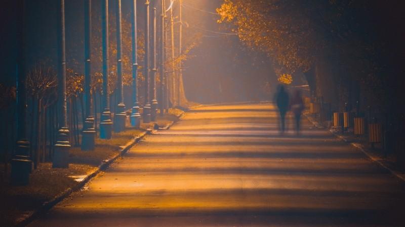 (foto) Misterios și învăluit în ceață. Parcul Valea Morilor, într-o serie de fotografii nocturne