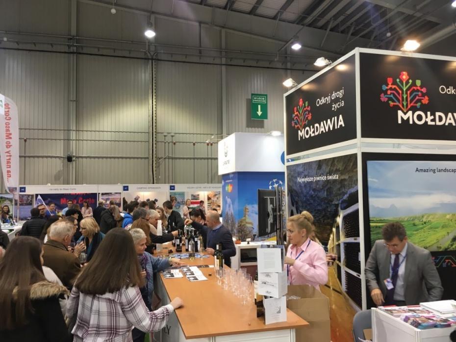 (foto) Moldova, promovată ca destinație turistică vinicolă la o expoziție de turism din Polonia
