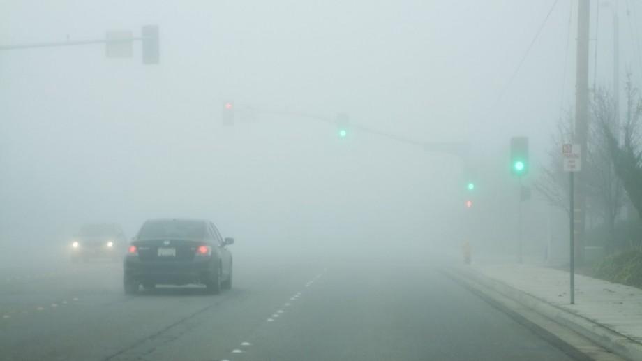 Atenţie șoferi! Se circulă în condiţii de ceaţă pe mai multe drumuri din ţară