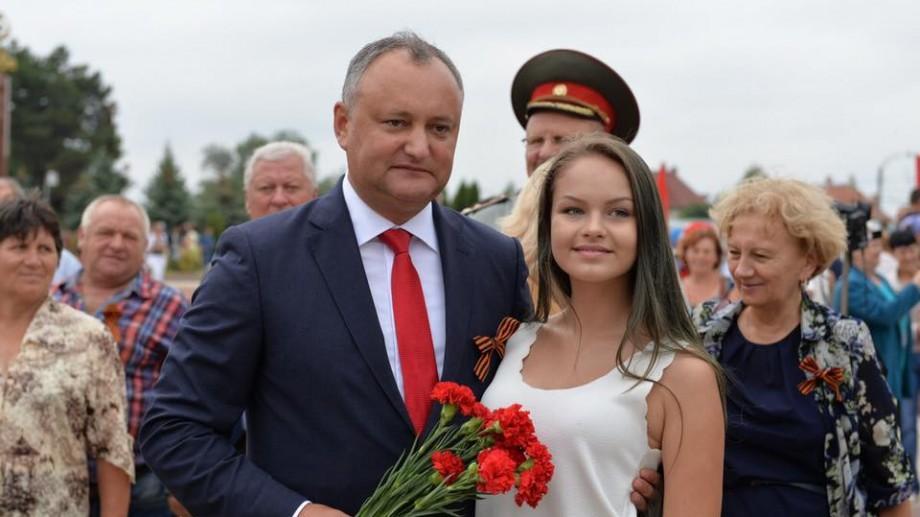 8 Martie: Igor Dodon a decorat opt femei cu distincții de stat pentru promovarea valorilor general-umane