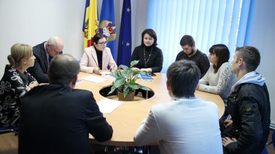 Rezultatul protestului: CEC va solicita instituţiilor să examineze înregistrarea la reşedinţă a studenţilor
