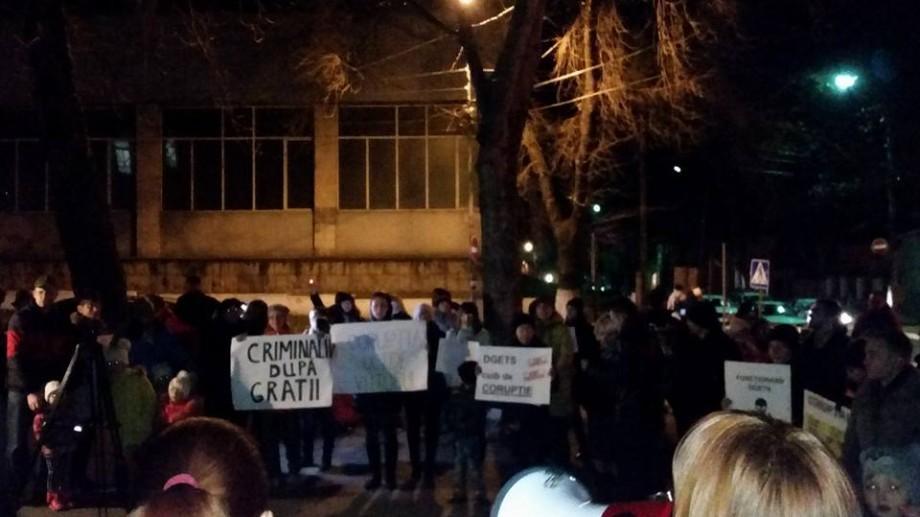 (foto) Ce au răspuns autoritățile părinților protestatari din fața DGETS