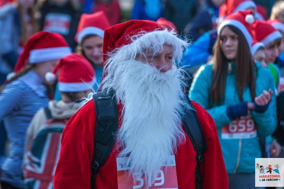 Aleargă alături de mii de Moș Crăciuni în Piața Marii Adunări Naționale