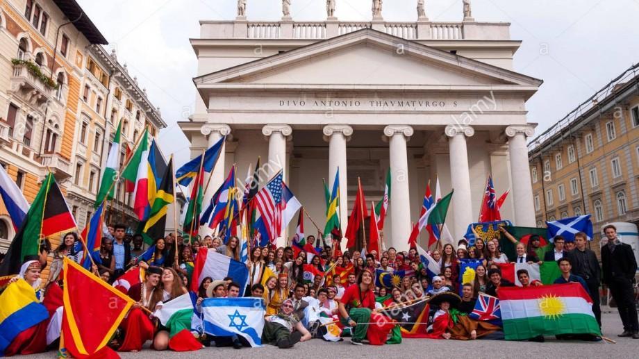 Liceenii moldoveni pot opta pentru burse de studii în Germania, Italia și China