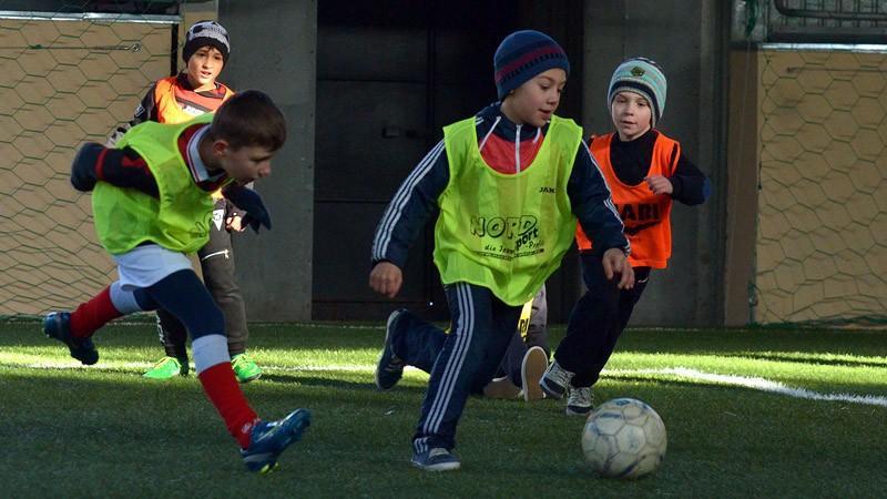 (foto) Un nou teren de fotbal pentru Şcoala Sportivă Specializată de Fotbal nr.1 din Chişinău
