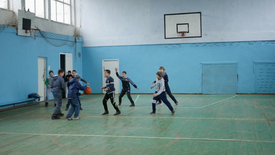 (video) Vor să facă sport! Contribuie la renovarea sălii de sport a școlii din Crihana Veche