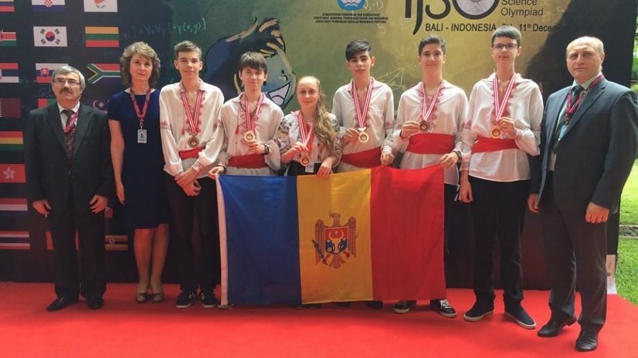 (foto) Gala Olimpicilor 2016: Ei sunt cei 27 de elevi care au dus faima Moldovei în lume în acest an