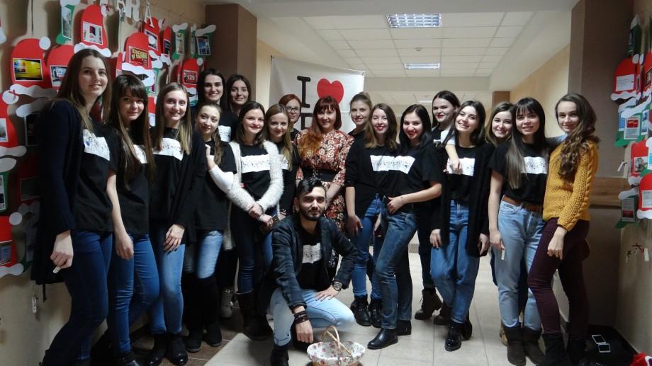 """(foto) """"Spălătoria Publicitară"""": Studenţii de la USM au cules greșelile gramaticale de pe panourile din Chișinău"""