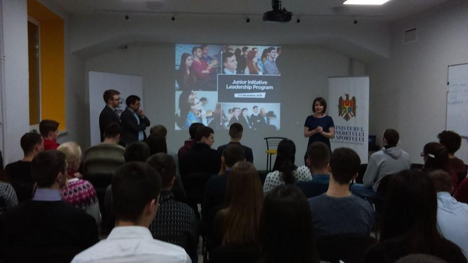 (live text) Junior Initiative Leadership Program: Tinerii învață de la manageri cu experiență cum să devină lideri autentici