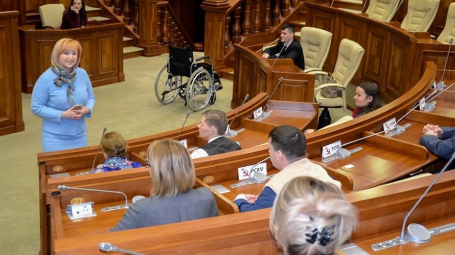 (foto) Visul unui grup de tineri cu nevoi speciale de a vizita Parlamentul s-a împlinit