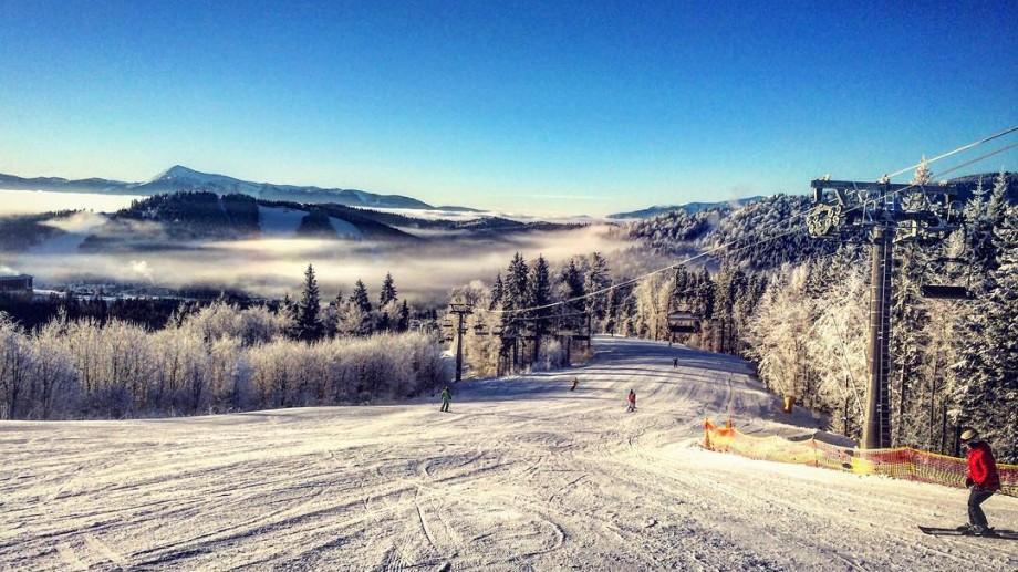"""Moldovenii au preferat muntele pentru vacanţa de iarnă. Cât au scos din buzunar pentru un sejur """"la înălțime""""?"""