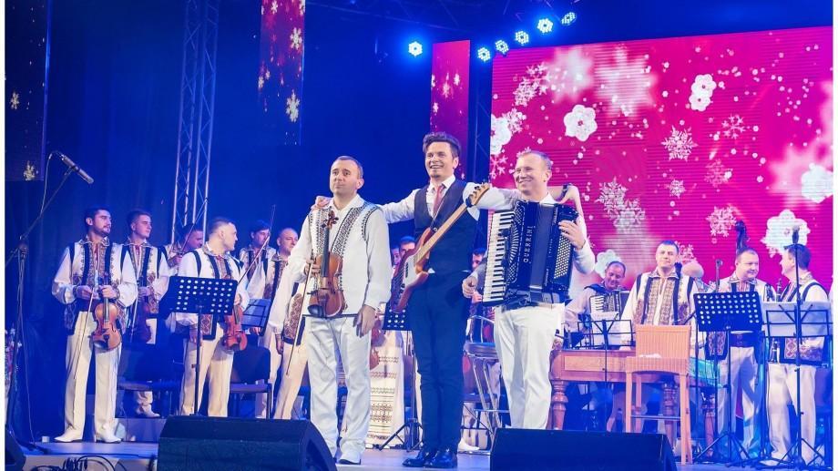 (video) Alex Calancea și Frații Advahov – #MannequinChallenge în timpul unui concert