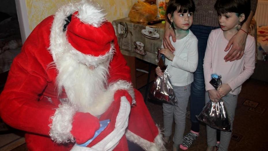 (foto) Gemenele pompierului erou Ivan Nogailîc au fost vizitate de Moș Crăciun