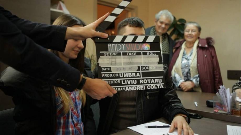 """(video) Tânărul regizor Liviu Rotaru abordează problema migrației în filmul """"Umbra"""". Urmărește trailerul"""