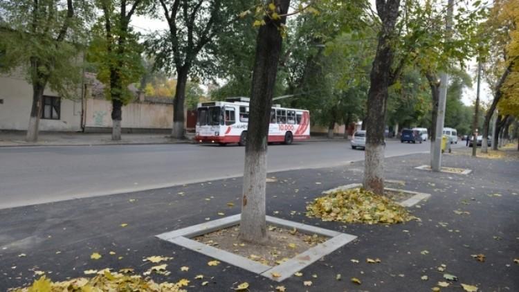 (foto) În 2016, Primăria a cheltuit 15 milioane de lei pentru reparaţia trotuarelor din Chişinău