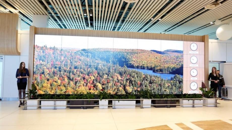 (video) Primul perete video din Moldova, instalat în Aeroportul Internațional Chișinău