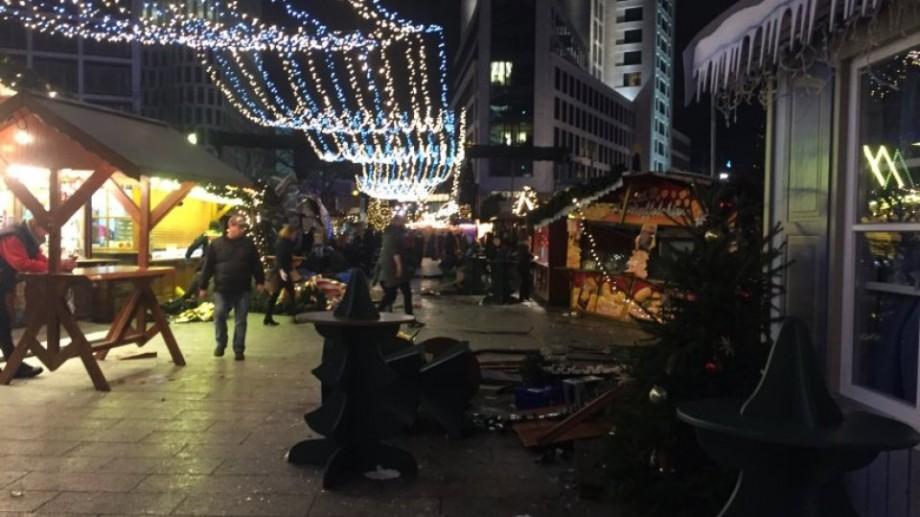 (foto, video) Atentat într-un târg de Crăciun din Berlin. Un camion a intrat într-o piață
