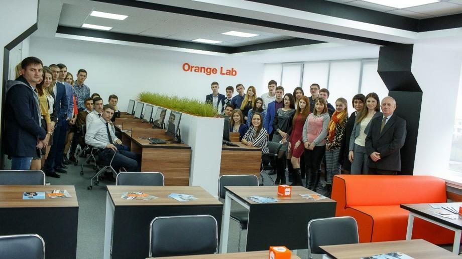 (video, foto) Orange Digital Lab la Colegiul Politehnic din Bălţi