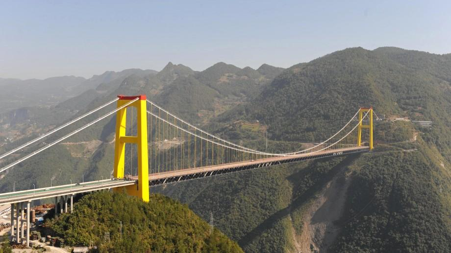 (video) Arată spectaculos! China a inaugurat cel mai înalt pod din lume