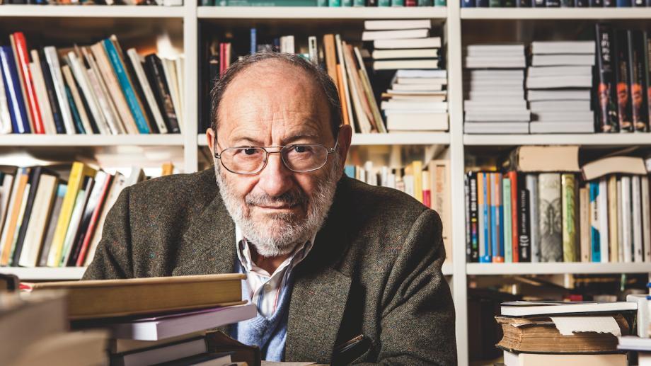 """Participă la concursul de eseuri """"Scrisoare către Umberto Eco"""" și câștigă un braț de cărți"""
