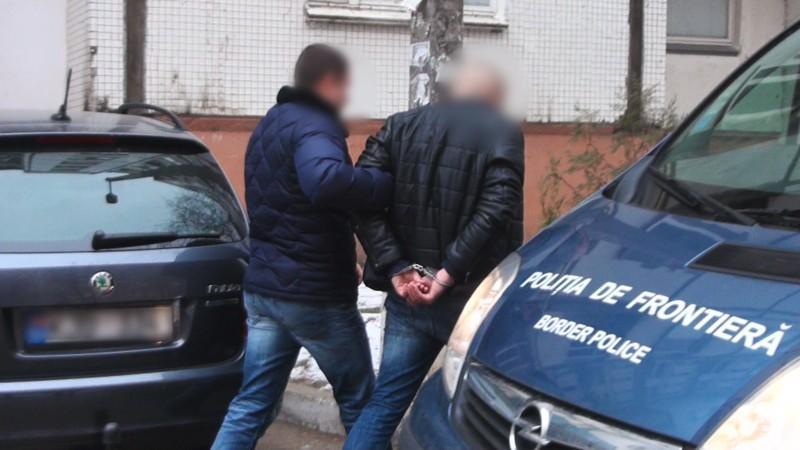 (video) Patru studenți din Chișinău falsificau acte pentru mijloacele de transport