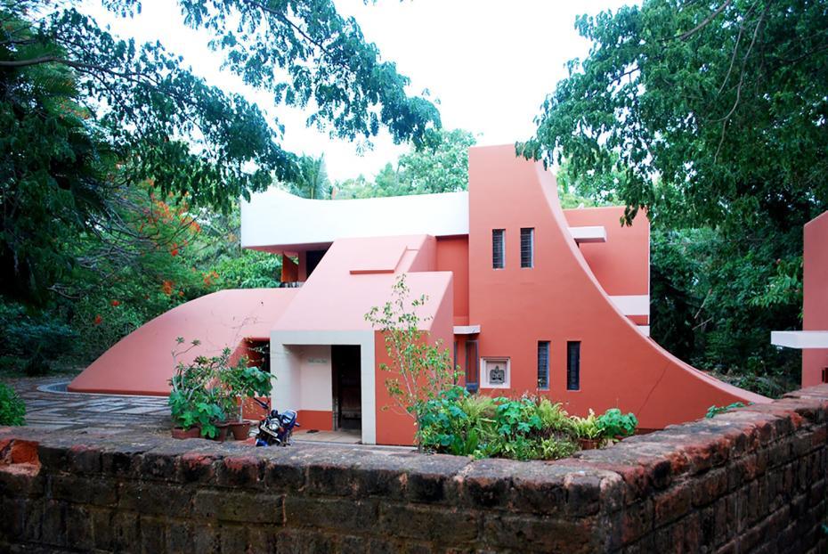 Arhitectură din Auroville Photo Credit: inhabitat