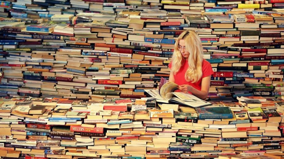 Topul celor mai vândute cărți în librăriile din Chișinău. Ce-au citit moldovenii în 2016?