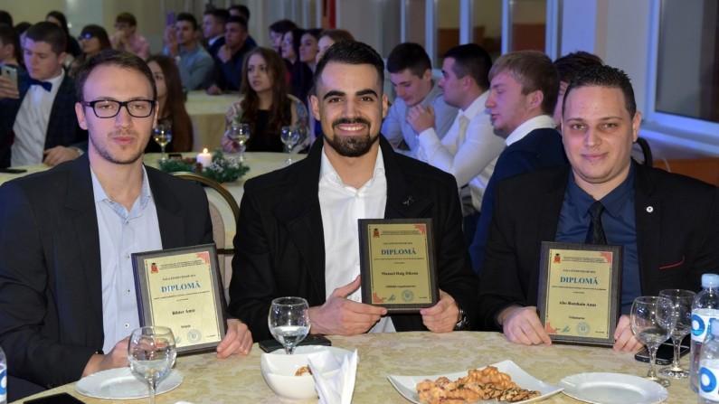 (foto) Studenții de la USMF strâng roadele. Universitatea i-a premiat pe cei mai buni viitori medici