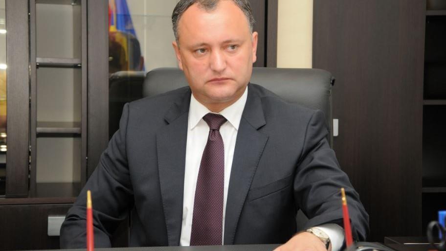 (foto) Igor Dodon a semnat decretul privind retragerea cetăţeniei Republicii Moldova lui Traian Băsescu