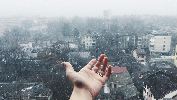 (foto, video) La Chișinău ninge! Dansul fulgilor de nea, văzut pe rețelele de socializare