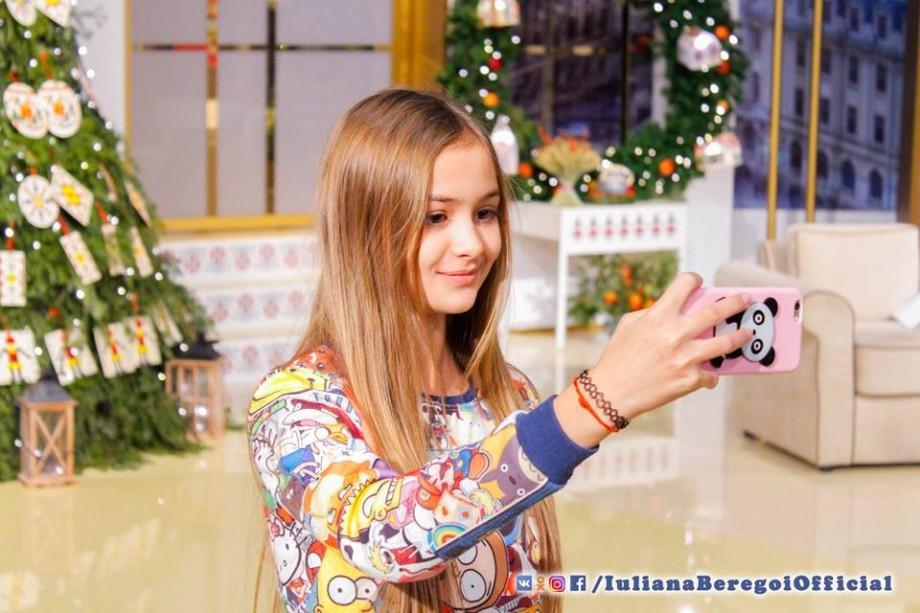 (video) Cine este tânăra vloggeriță de 12 ani din Moldova care la piesa sa de debut a strâns deja 2 milioane de vizualizări