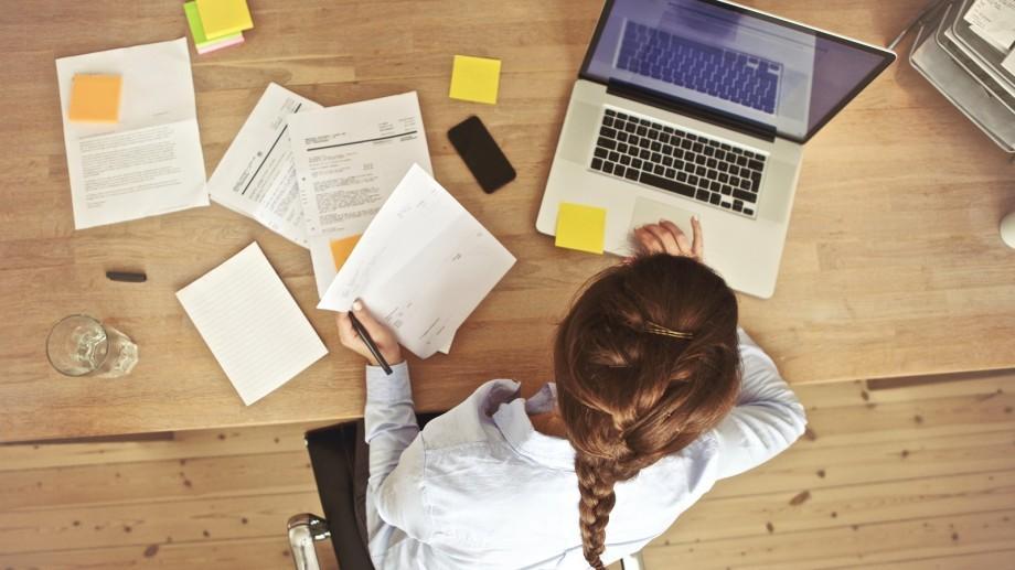 Tinerii creativi pot beneficia de sprijin financiar pentru lansarea unui produs mediatic online