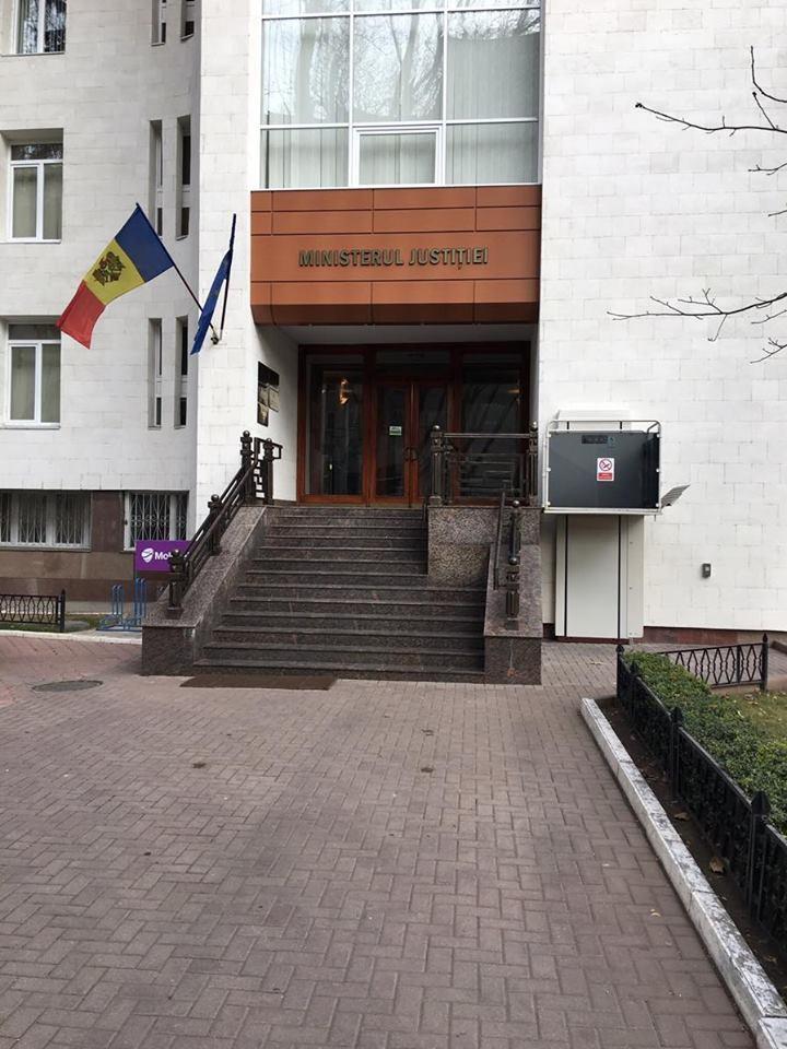 Fotografie trimisă de către Șeful Serviciului Protocol, Informare și Comunicare cu Mass-Media din cadrul Ministerului Justiției