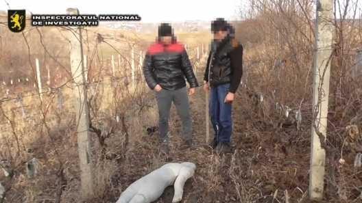 (video) Ialoveni: Un tânăr a omorât părinții unei fete, pentru că nu i-au permis să prietenească cu ea
