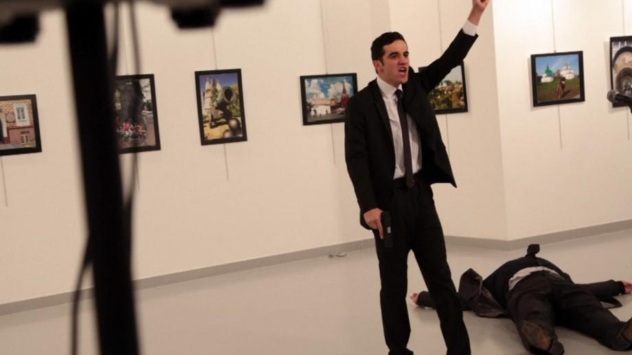 (video) Cel care l-a împușcat pe Ambasadorul rus la Ankara este un polițist de 22 ani