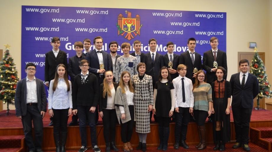 (foto) Ministerul Educației i-a reunit pe cei mai buni elevi și profesori din țară în cadrul Galei Olimpicilor 2016