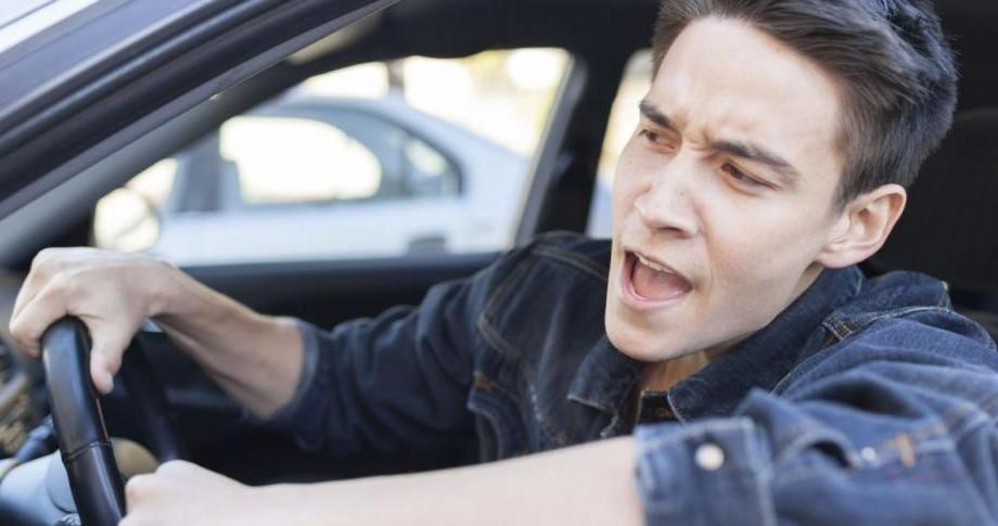 Din 2017, șoferii agresivi în trafic vor fi sancționați cu amenzi și puncte de penalizare