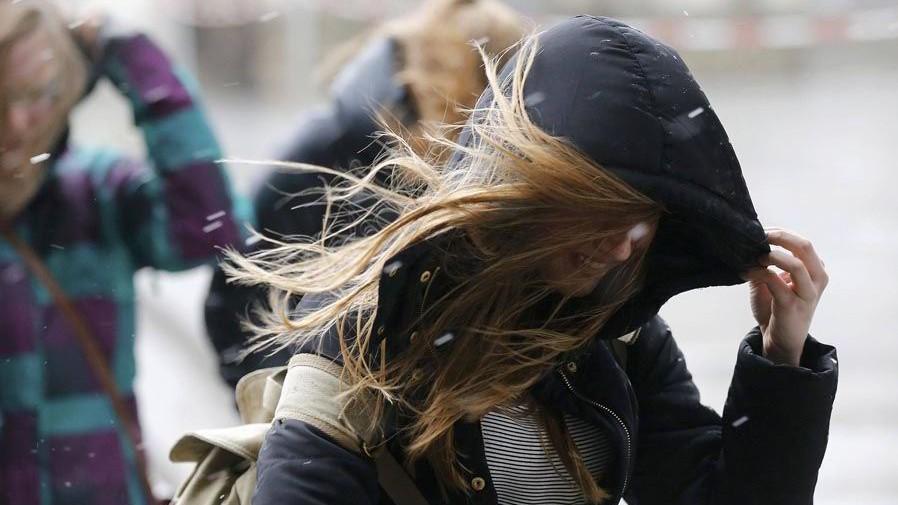 (foto) Cod galben de vânt puternic pe întreg teritoriul țării. Cu ce recomandări vin specialiștii