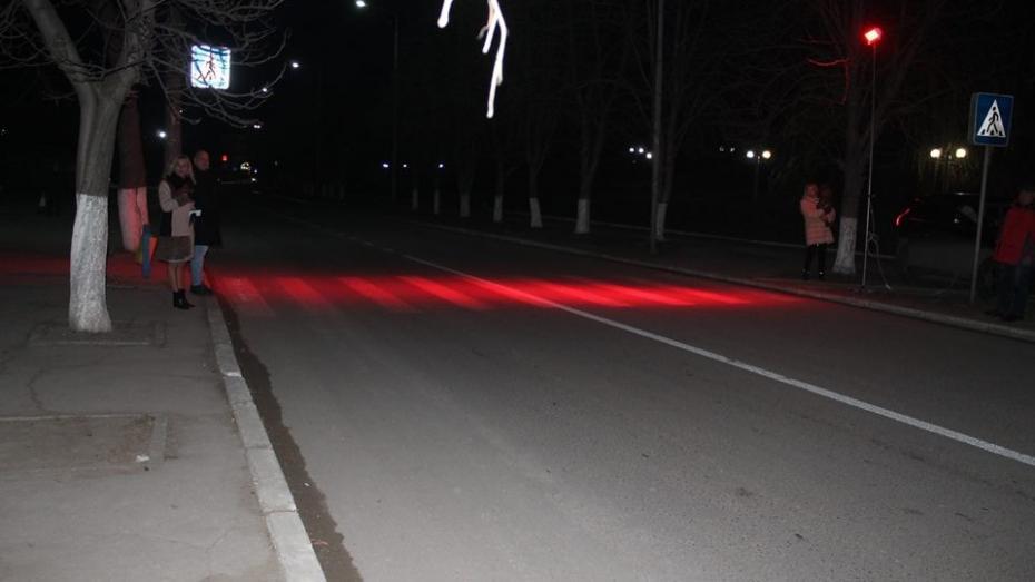 (foto) Autoritățile din Strășeni propun să fie folosite lumini roșii pentru iluminarea trecerilor de pietoni