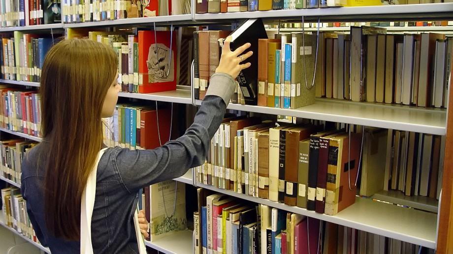 Ce mai citesc adolescenții? 51 de cărți interesante pentru tinerii iubitori de lectură